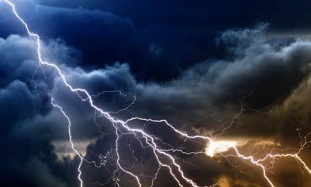 Ne așteaptă o oră de ploi, descărcări electrice și intesificări ale vântului la Constanța. Meteorologii au emis o nouă avertizare