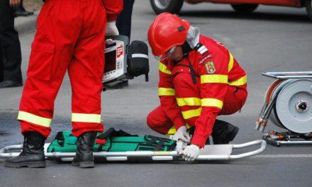 Un șofer a călcat un bărbat cu mașina, apoi l-a dus acasă și l-a pus în pat să pară că a murit în somn