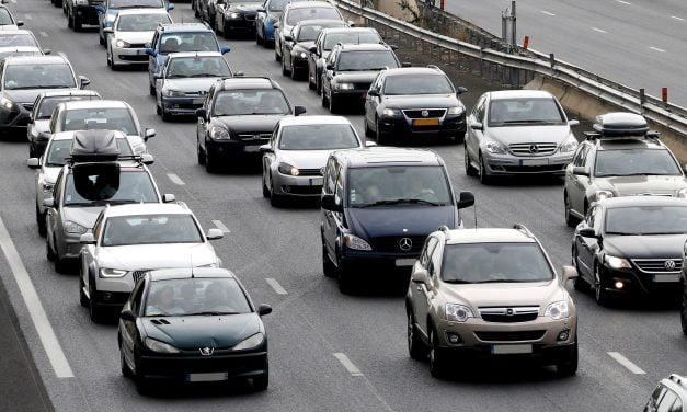 Traficul rămâne blocat pe A2