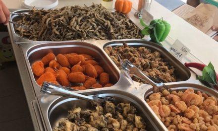 Mare grijă la ce mâncați! Un fast-food din Eforie Nord și-a continuat activitatea, după ce fusese închis de Protecția Consumatorului