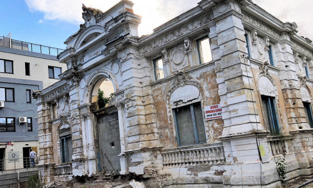 """Clădire monument istoric din Constanța la un pas de prăbușire. """"Suntem blocați la Primărie. Avem depuse zeci de miliarde de avize"""""""