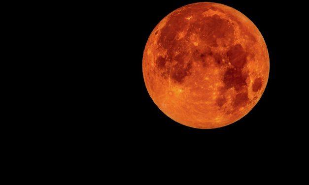 Cea mai lungă eclipsă totală de lună a secolului se va produce în acest weekend