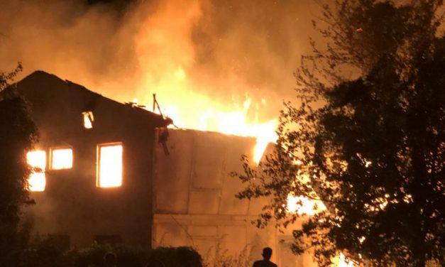 VIDEO. Incendiu de proporții la Cernavodă. 15 locuințe sociale afectate