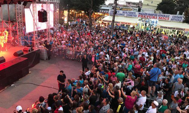 Galerie foto / Mii de oameni, localnici și turiști, au petrecut în stradă la sărbătoarea orașului Eforie