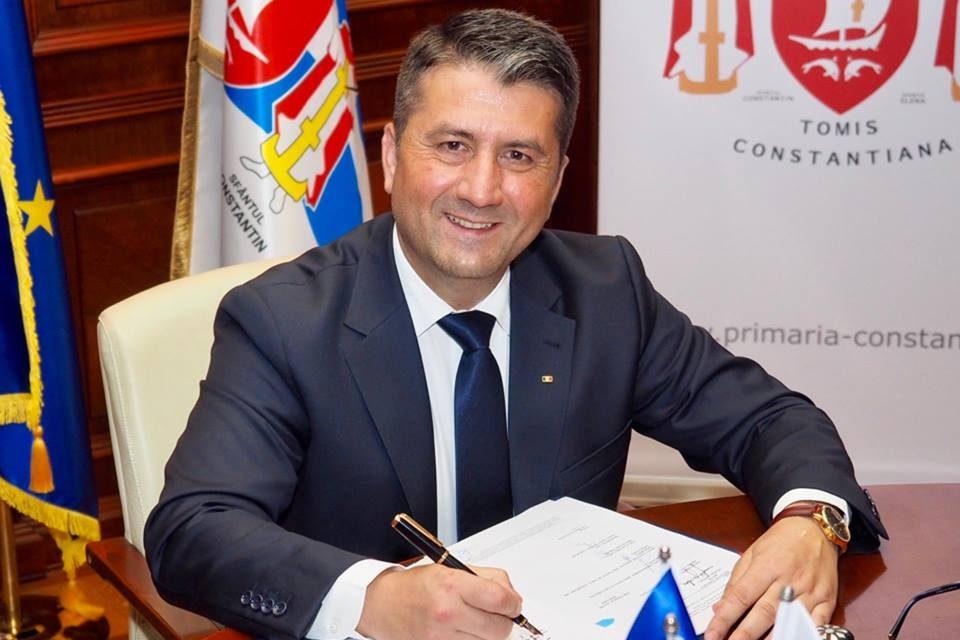 """""""Domnule Făgădău, cât timp vor mai plăti părinții paza școlilor, băncuțele elevilor, parchetul și tabla din clasă?"""""""