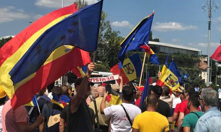 10 august. Sunt anunțate proteste în toate orașele mari. De la Constanța se pleacă din fața Prefecturii