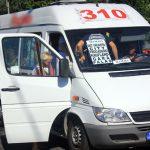 Un șofer de maxi-taxi a băgat un bătrân în comă, pe trecerea de pietoni! Bărbatul conduce în continuare, Poliția nu a făcut public accidentul