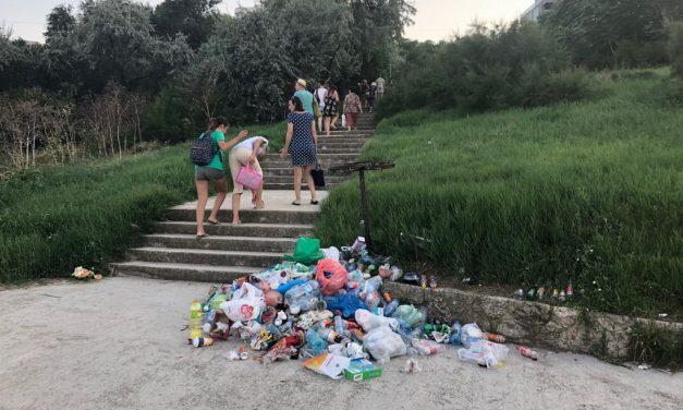 Când Constanța nu-i Mamaia! Mizerie, gunoaie, bălării cât casa și câini maidanezi. Așa se ajunge pe plaja Modern. Galerie foto