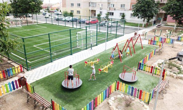 Vești bune pentru părinți și copii. S-a mai făcut un parc cu locuri de joacă și teren de sport. În Năvodari…
