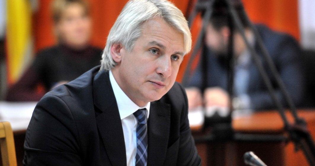 Culmea tupeului! Teodorovici vrea să concedieze 30% din bugetari, dar o angajează pe cumnata sa director în Ministerul Finanțelor