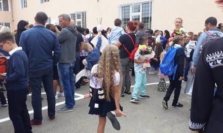 Părinții la început de an școlar: Adevăratele cheltuieli încep abia după ce aflăm cerințele profesorilor