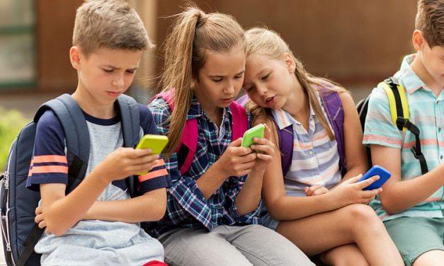 Rechizite scumpe, așteptări nerealiste. 5 greșeli pe care le fac părinții de școlari