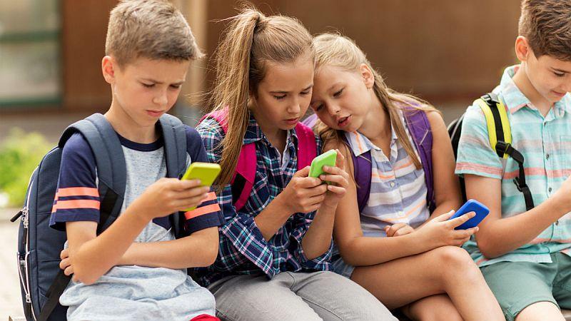 Ministerul Educației promite internet wireless în 4.500 de școli. Ce unități de învățământ au prioritate