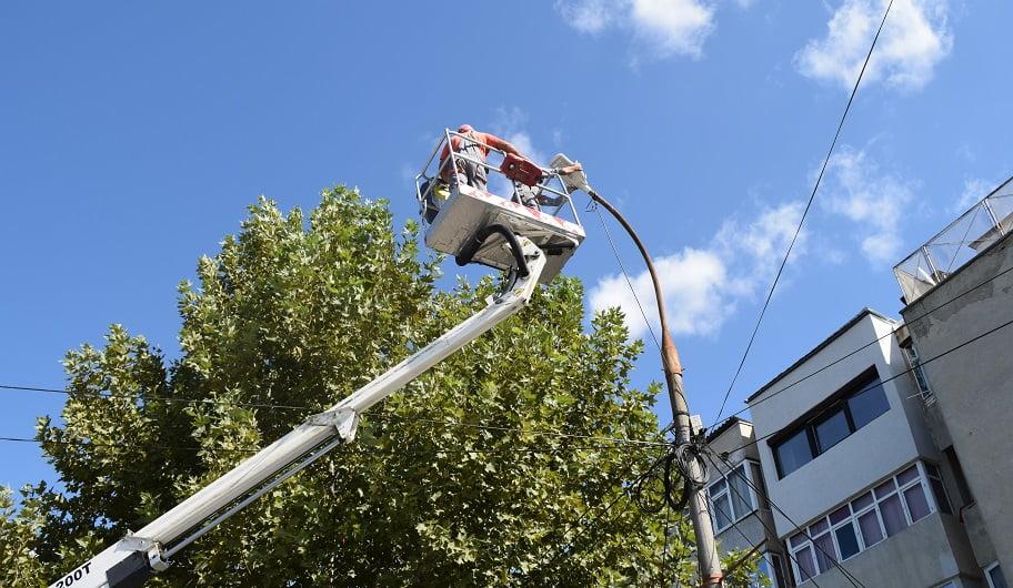 Primăria Cernavodă modernizează sistemul de iluminat public din oraș. Care sunt străzile incluse în proiect