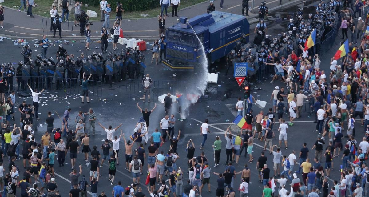 MAI a ținut legătura cu Dragnea și liderii huliganilor, în timpul protestelor de pe 10 august