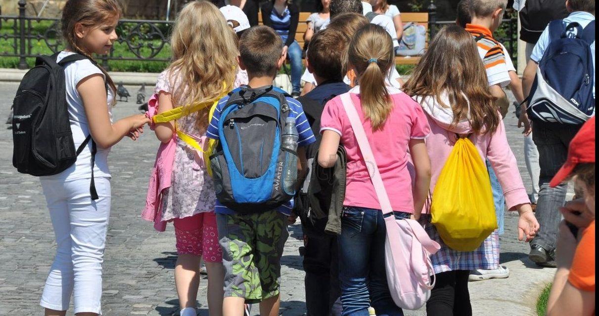 Avertizare a sindicaliștilor din educație: Programele școlare trebuie schimbate. Temele, un factor de stres!