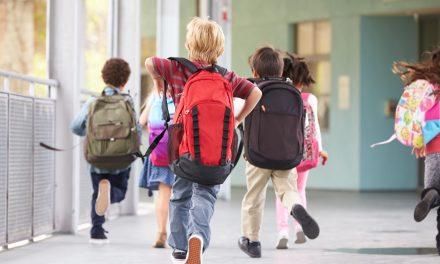 Ghiozdanul prea greu produce copilului un dezechilibru corporal. Cât ar trebui să cântărească geanta de școală