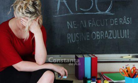 Învățătoare din Constanța, pedepsită de colege. Pusă la colț, pe coji de nuci, pentru că nu le-a cerut cadouri părinților