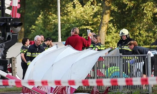 GALERIE FOTO. Dramă uriașă. Coșmarul tuturor părinților din Olanda s-a adeverit. 4 copii spulberați de pe bicicletă de un tren