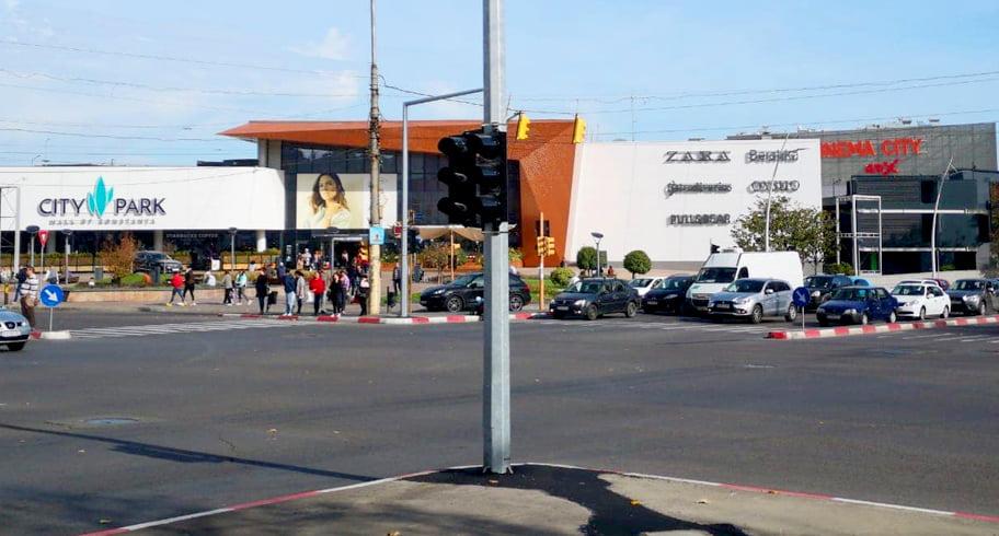 Încep lucrările de asfaltare în intersecția de la City Park Mall. Restricții de trafic pe timpul nopții