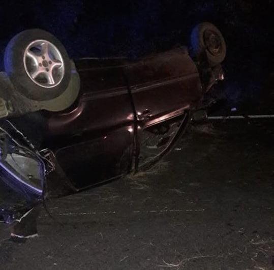 GALERIE FOTO / Accident rutier grav în această noapte. Un tânăr a murit, altul se zbate între viață și moarte. Șoferul nu avea permis