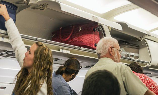 Doar un bagaj mic rămâne gratuit! Wizz Air și Ryanair schimbă politicile de bagaje
