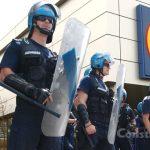 Jandarmii, pregătiți să intervină cu gaze și tunuri de apă! Se deschide noul Lidăl de la Icil