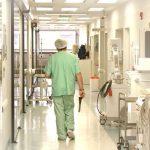 Spitalele caută zeci de asistenți medicali pe final de an, de teama blocării posturilor. Lista locurilor disponibile