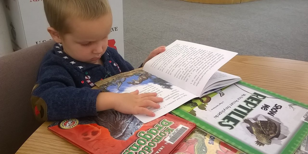 """Fii eroul copilului tău! În loc să îl înveți literele și cifrele de la 2 ani, învață-l să se joace și să spună """"mulțumesc"""" din suflet"""