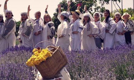 Expoziție și paradă de costume tradiționale, la Muzeul de Artă Populară Constanța