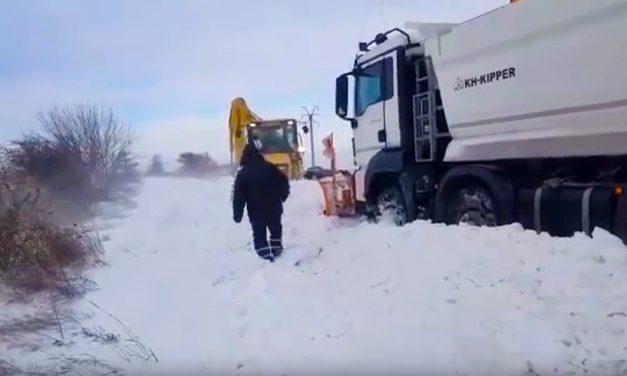 VIDEO. Situația drumurilor în județul Constanța. Se circulă greu, existând porțiuni cu troiene de un metru