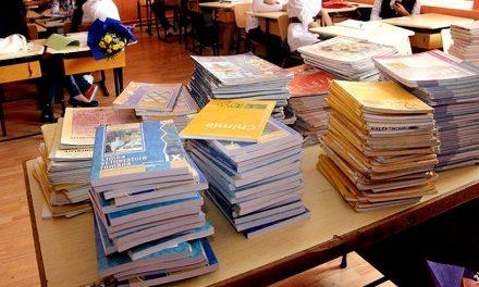 Autorii manualelor școlare cu greşeli au încasat între 25.000 – 40.000 de lei brut