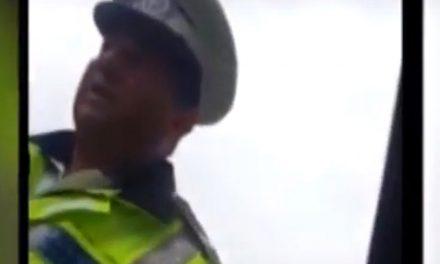 """Polițist local, filmat în timp ce amenința un șofer: """"Vă dau amendă din ambiție!"""""""