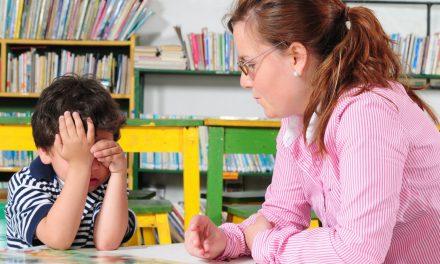 """""""Pot înțelege că unii elevi vin de acasă fără minim de educație, dar nu pot înțelege de ce părinții distrug acasă tot ce construim noi la școală"""""""