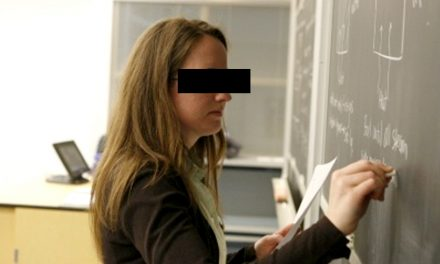 O profesoară a primit cadou mai multe jucării sexuale de la un elev. Polițiștii au deschis o anchetă