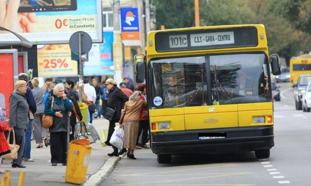 """Șofer de autobuz RATC, către o mamă cu doi copii mici de mână: """"De ce nu mergi fă pe trotuar, proasta dracu"""""""
