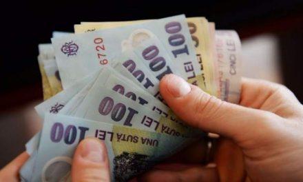 Angajații cu 15 ani vechime nu vor mai beneficia de un salariu minim de 2.350 lei. Guvernul a scos astăzi prevederea din lege