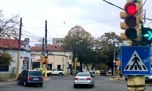 A fost anulat semaforul verde intermitent la dreapta din intersecția Mihai Viteazul cu bulevardul Mamaia