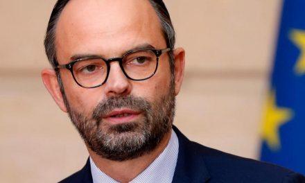 Pentru a calma spiritele, Guvernul francez va suspenda taxa pe carburanţi. Cu toate acestea, protestele vor continua