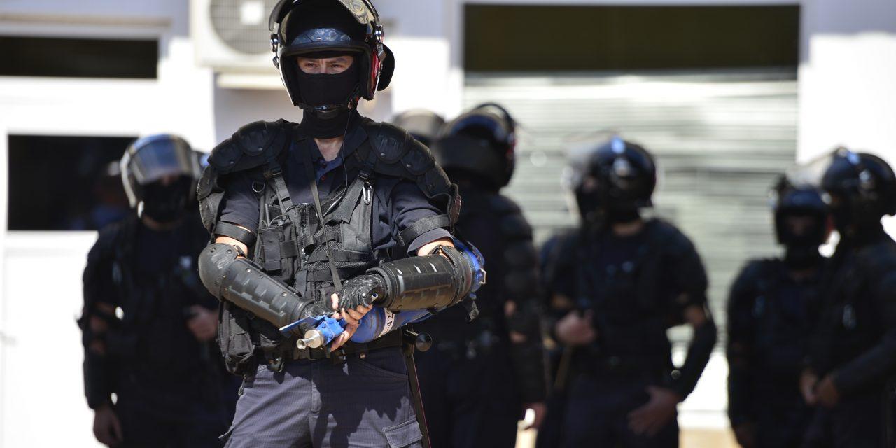 Jandarmeria, o nouă dovadă de slugărnicie. Amenzi record de 10.000 lei pentru scandări anti-PSD