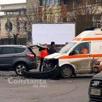 Ambulanță cu pacient implicată într-un accident în intersecția de la Gara CFR