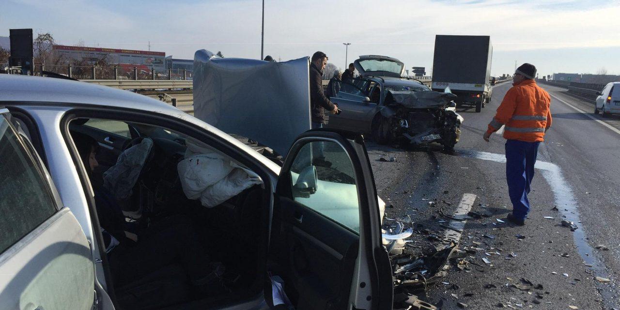 Trei constănțeni răniți de un șofer care a întors pe autostradă. Una dintre victime este Cosmin Bârzan