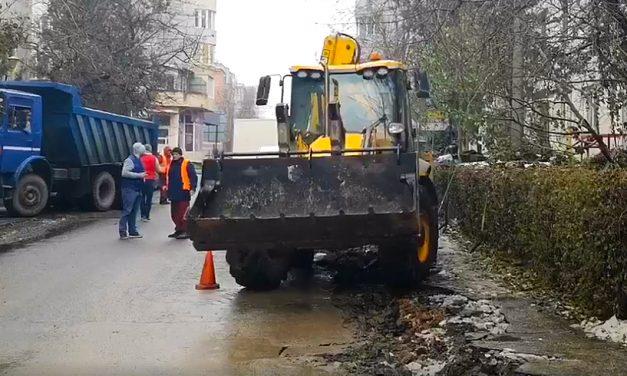 Atenție, șoferi! Au început lucrările de asfaltare pe strada București