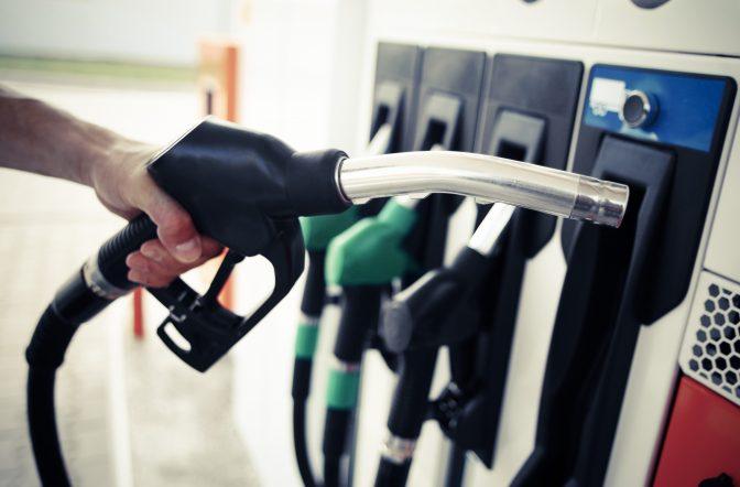Avertisment pentru șoferi de la 1 ianuarie. Compoziția motorinei și benzinei se schimbă, iar motoarele mașinilor ar putea avea probleme