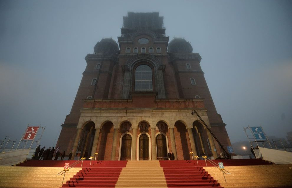 Încă 10 milioane pentru Catedrala Neamului. Și câți copii mor în spitale fără tratamente și bani de operații…