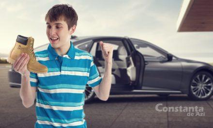"""Moș Nicolae chiar exista! Un elev de la """"Mircea"""" a găsit o ghetuță într-un Lexus nou-nouț"""