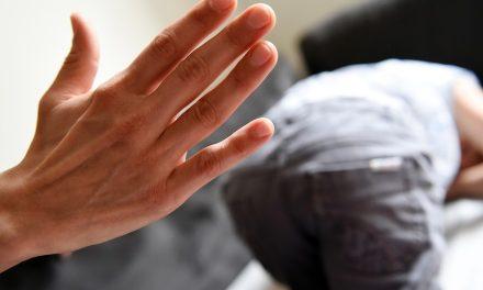 """Medic pediatru: """"Când nu loviți copiii, eliminați rădăcinile violenței într-o societate"""". Cât de mult rău poate face o palmă la fund?"""