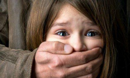 Cad spitalele pe noi, bebelușii se îmbolnăvesc în maternități, copii mor fără tratament și România arde să elibereze pedofili și violatori