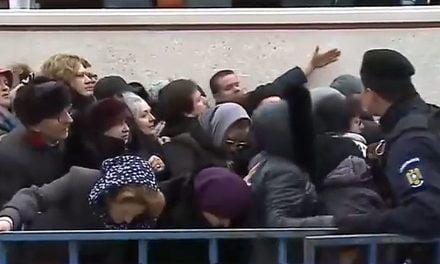 VIDEO. Înjurături și țipete la slujba de sfințire a unei biserici din Techirghiol