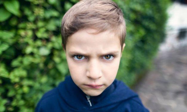 Sindromul care afectează tot mai mulți copii până în 12 ani. Cauze: presiunea școlii, temele, meditațiile și înstrăinarea de părinți